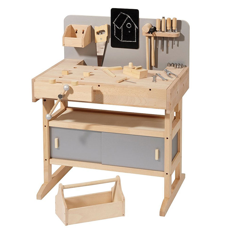 Howa Wooden Carpenter's Workbench with 32 tools